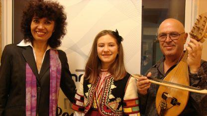 Stojanka Nenkova me mësuesen e saj Ginka Mateva dhe me mjeshtrin e gëdullkës Veselin Dojçev