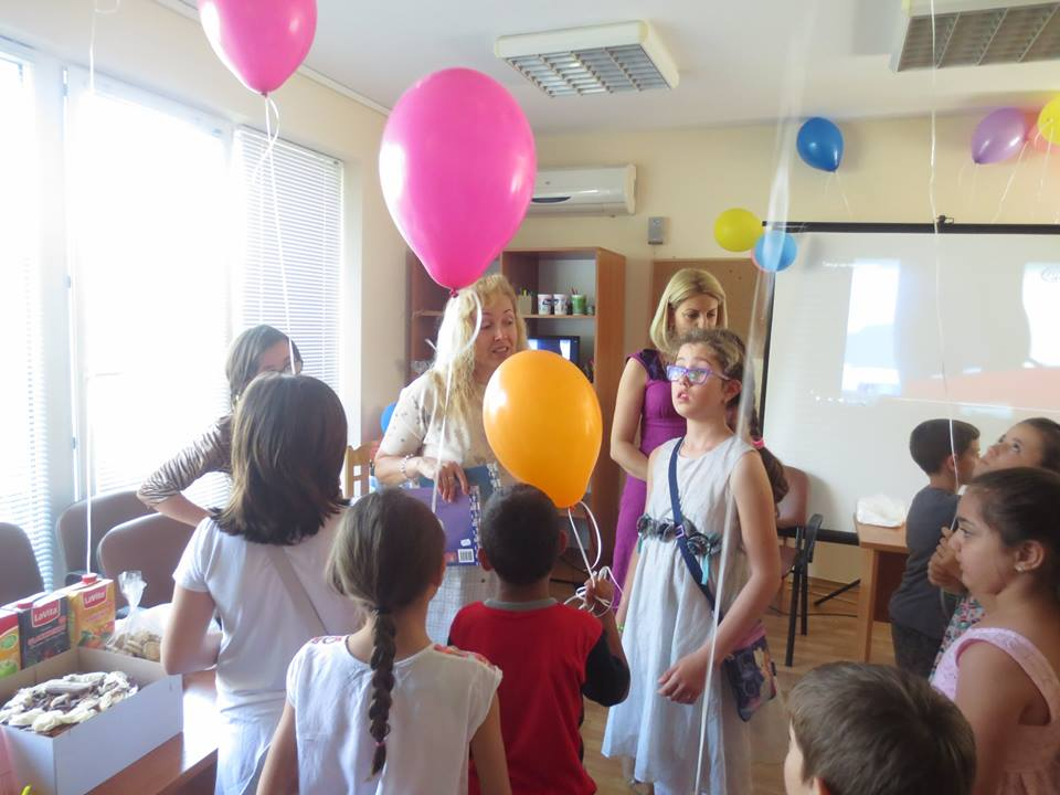 За четвъртия си рожден ден медията зарадва и децата от Центъра за обществена подкрепа