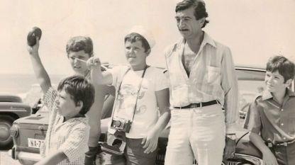 """Кадър от филма """"С деца на море"""""""