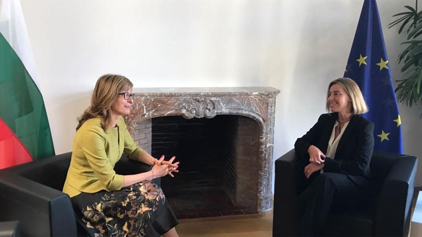 Во время переговоров с Федерикой Могерини глава болгарского МИД Захариева подтвердила позицию Софии о важности единых внешнеполитических посланий ЕС.