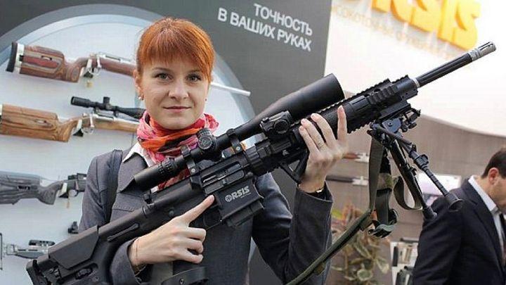 """Арестуваната и обвинена Мария Бутина (29 г.) членувала в руската организация """"Право да носиш оръжие"""". Тя влязла в САЩ със студентска виза."""