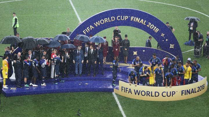 Футболистите на Франция получават златните си медали