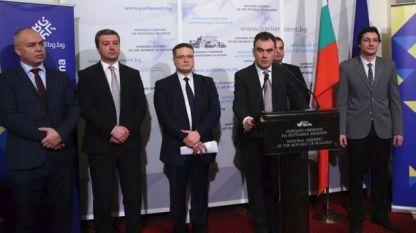 Николай Николов (в центъра)