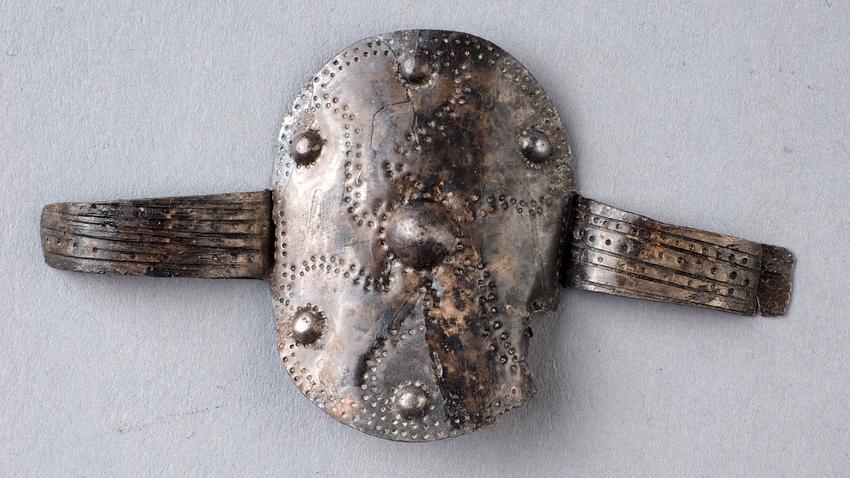 Сребърен пръстен от тракийско погребение край с. Бенковски, община Хасково, ІV-ІІІ в. пр. Хр.
