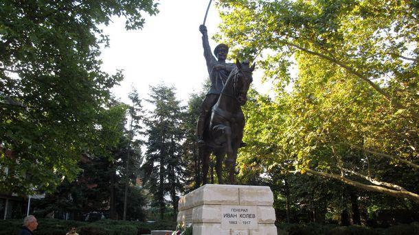 Паметникът на Иван Колев в Добрич