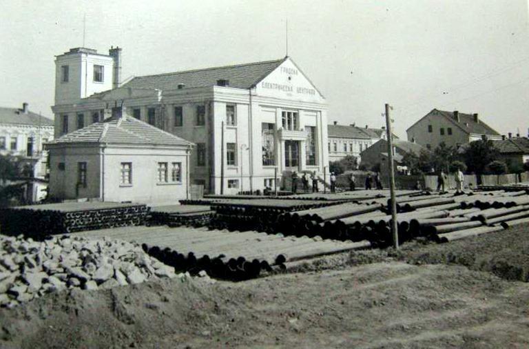 Поставяне на тръбите от водопровода на Видин, Снимка: Държавен архив