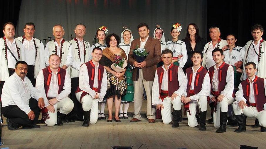 Героги Костадинов (вторият вляво изправен) с ансамбъл Дунав