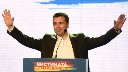 Zoran Zaev culpa a los gobernantes en Macedonia de violar derechos y libertades fundamentales y la Constitución,  controlar el sistema judicial y los medios informativos, manipular las elecciones e interceptar llamadas a diplomáticos.
