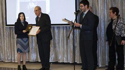 Мая Хаджиева (крайната вляво) получава наградата
