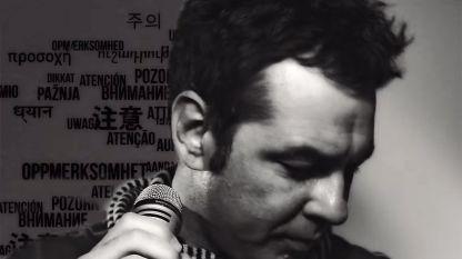 Свилен в кадър от клипа към песента