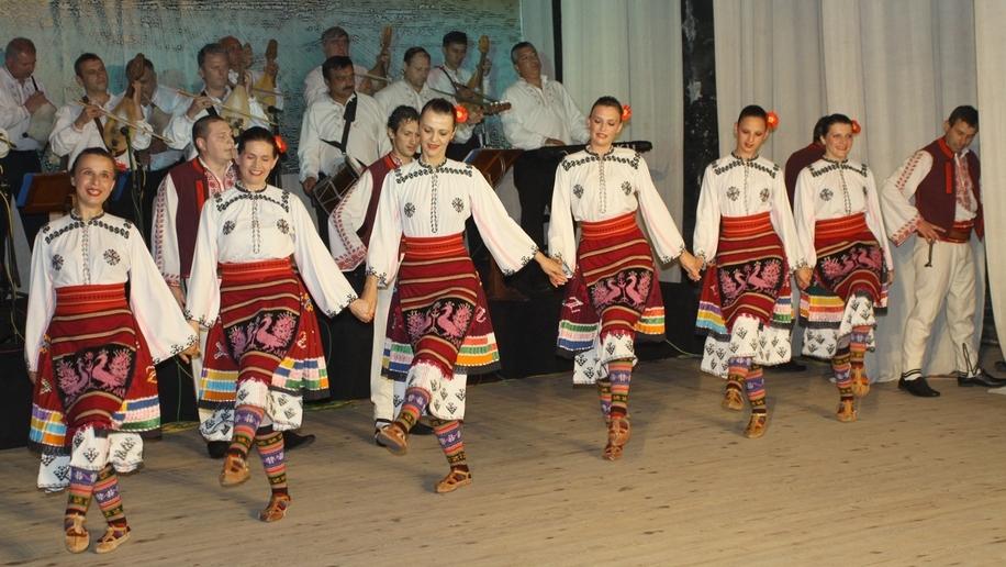 Ансамбълът за народни песни и танци