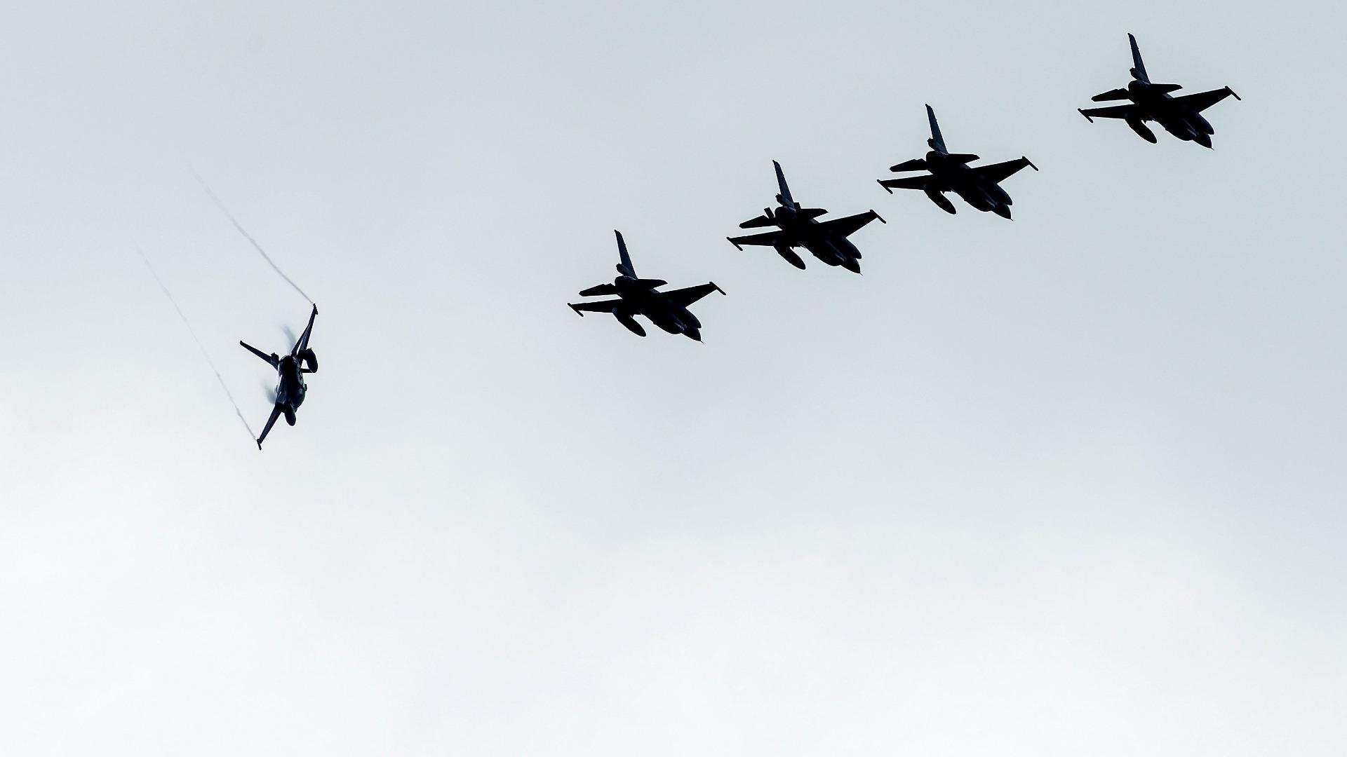 Британски и френски военни самолети днес са били вдигнати по