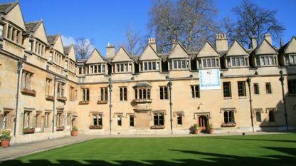 Оксфордският университет е най-старият университет във Великобритания