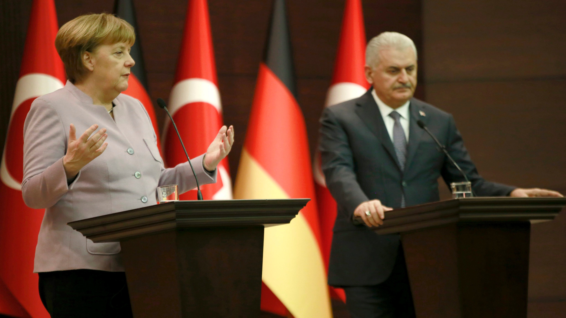Ангела Меркел и Бинали Йълдъръм
