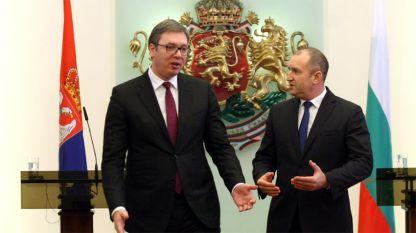 Aleksandër Vuçiç (majtas) dhe Rumen Radev
