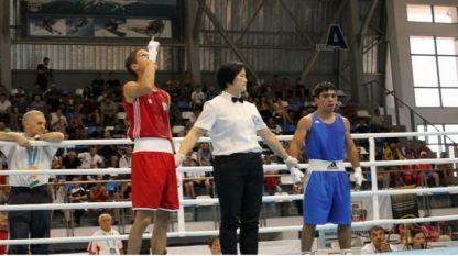 Тинко Банабаков (в червен екип) вече е с медал първенството на ЕС