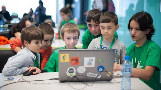 Шейсет и пет безплатни школи по програмиране и дигитални науки
