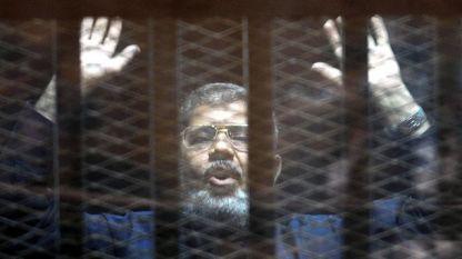 Мохамед Морси излежаваше 20-годишна присъда за убийствата на демонстранти през 2012 г. и доживотна присъда за шпионаж по дело, свързано с Катар.