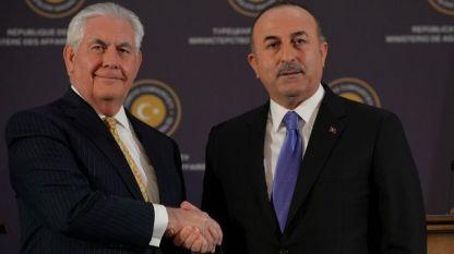 Държавният секретар на САЩ Рекс Тилърсън (вляво) и турският му колега Мевлют Чавушоглу на пресконференцията им в Анкара.