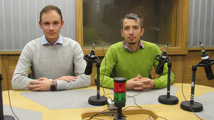 "Алекс Кейко (вляво) и Йордан Хлебаров в студиото на програма ""Христо Ботев""."