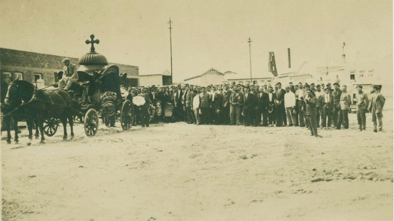Погребение на български емигрант в Аржентина, 1933 г. Снимка от Държавния архив в Търговище