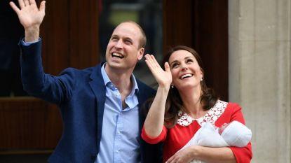 Принц Уилям и Кейт с новородения си син при напускането на болница в Лондон на 23 април.