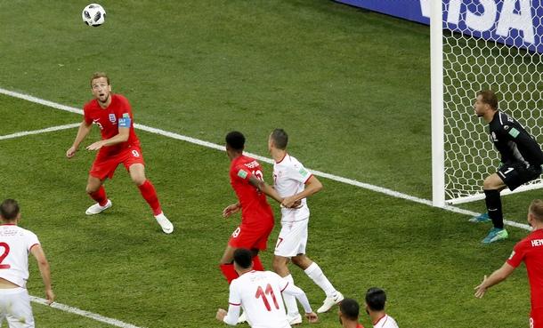 Хари Кейн след миг ще вкара победния гол