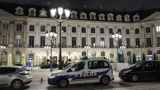 Полицейски коли пред хотел