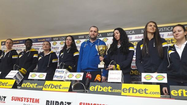 """Волейболистките на """"Марица"""" отново са отбор на месеца"""