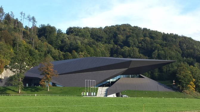 Новата концертна зала в Ерл