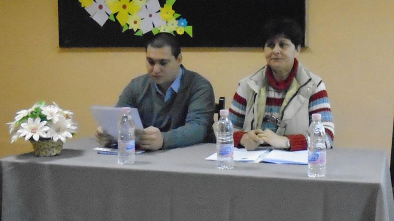Иван Базов -председател и Любка Ангелова - секретар на читалището в Ново село.