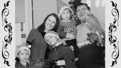 Зоологът доц. д-р Стоян Лазаров, съпругата му Александра и децата им - Петко, Йовиан и Крум Лазарови. Към тяхната компания са се присъединили и два сокола.