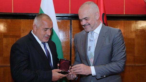 Албанският премиер Еди Рама удостои с медал на признателността българския министър-председател Бойко Борисов