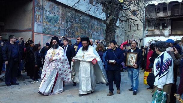 Традиционното във втория ден на Великден литийно шествие тръгва тази