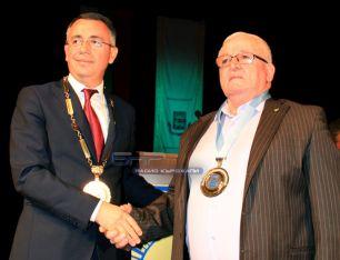 Кметът на общината инж. Хасан Азис връчи на Джемил Реджеб удостоените с отличието диплом и плакет с герба на общината