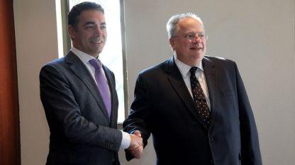 Външните министри на Македония и Гърция Никола Димитров и Никос Кодзиас (вдясно)