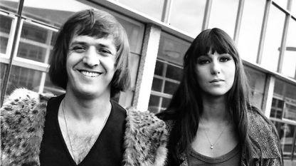 Не се чудете - певицата е Шер преди мно-ого години, с тогавашния си съпруг и сценичен партньор Сони