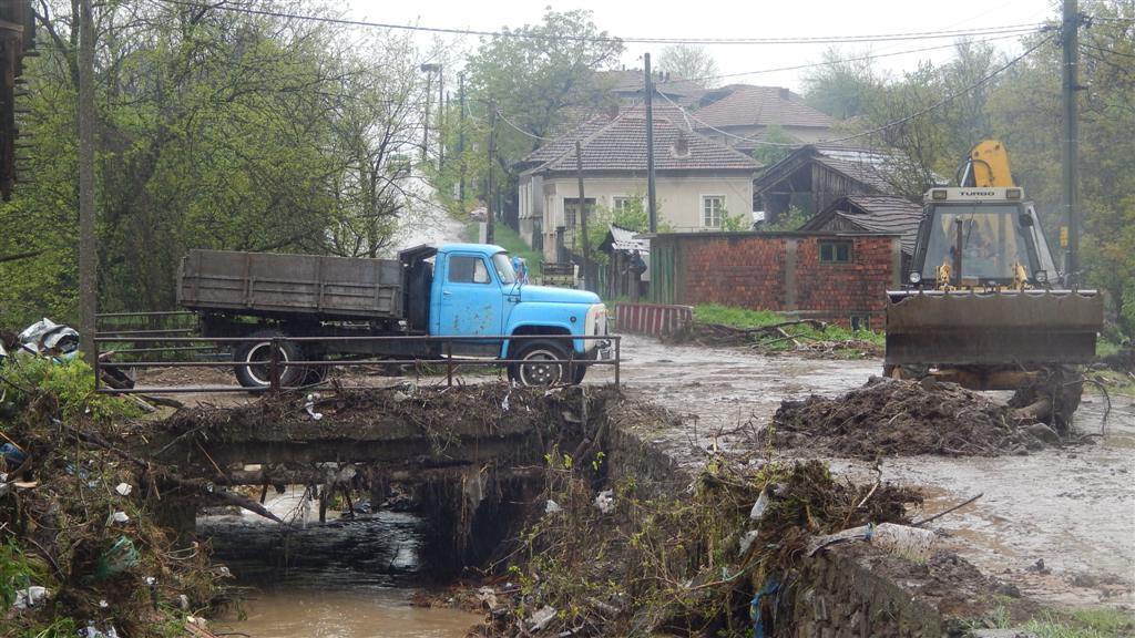 село Плешивец бедствие 25 април 2014 година
