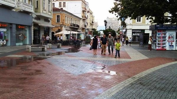 Главната улица на Пловдив след краткия порой