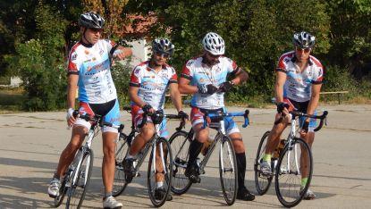 От село Ясен екипът потегли с велосипеди