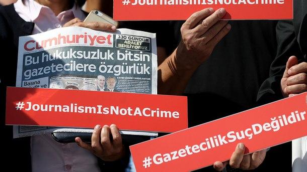 Протест срещу затварянето на журналисти в Турци