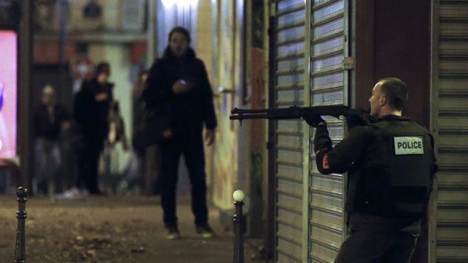 Отлагат делото срещу замесените в атентатите в Париж през 2015 година