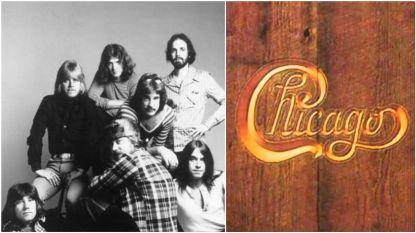 """Групата """"Чикаго"""" през 1972 година и корицата на техният пети албум, известесн като """"дървеният"""" (заради снимката на корицата), финалът на който е песента """"Алма Матер"""""""
