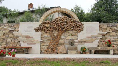В село Негушево бе открит първият паметник, посветен на пряката демокрация в България.