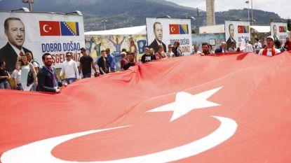 Привърженици на Реджеп Ердоган в Сараево преди организирания от турския президент по-късно днес митинг в столицата на Босна и Херцеговина.