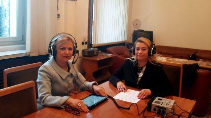 Светлана Ангелова, заместник-председател на Комисията по труда, социалната и демографската политика в Народното събрание (вляво) и Анелия Торошанова.