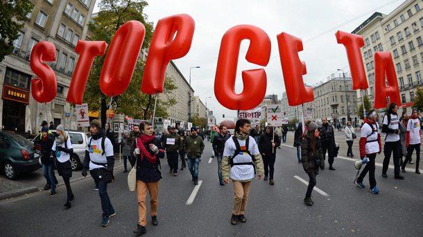Протестиращи срещу търговското споразумение СЕТА