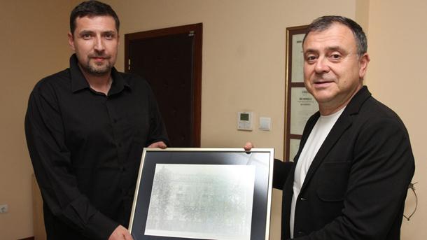 Генералният директор на БНР Александър Велев и зам.-директорът на Радио телевизия Цариброд Драган Йовичич