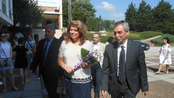 Вицепрезидентът Илияна Йотова нарече Българския културен институт