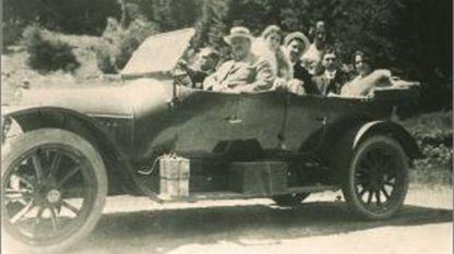 архивна фотография, част от корицата на